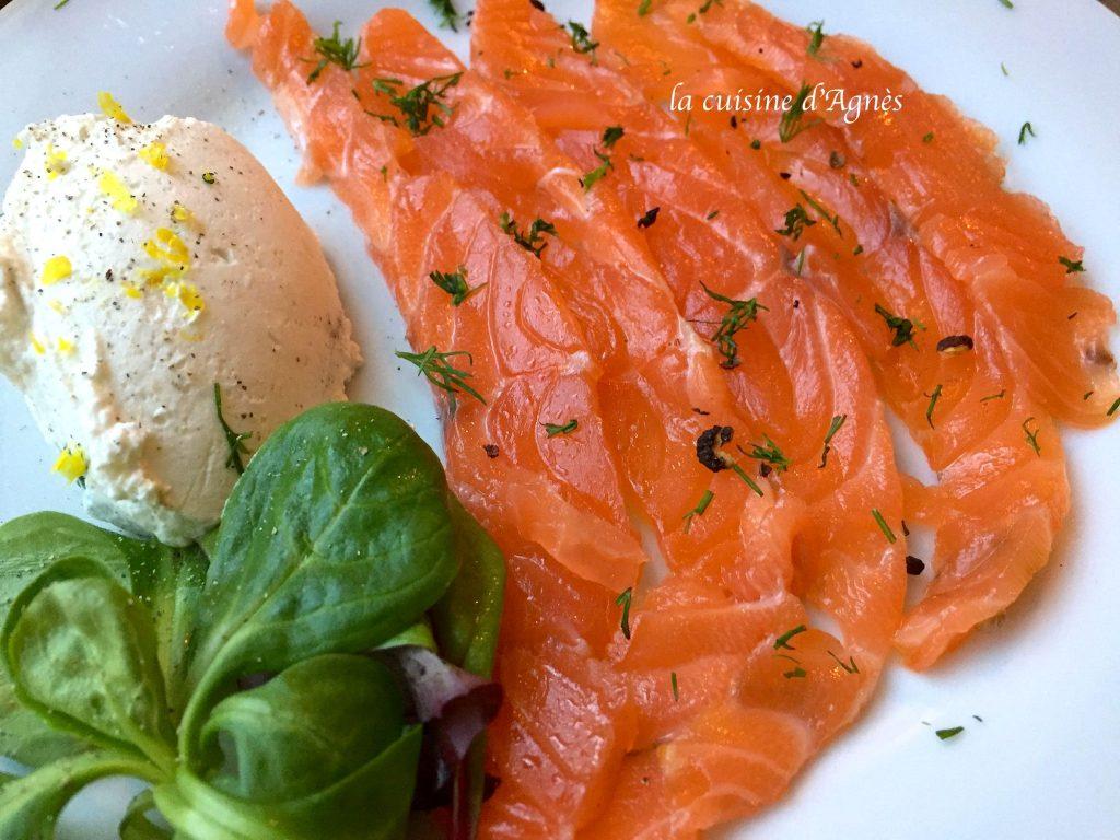 gravlax-au-saumon-au-citron-et-au-poivre-timut-et-sa-chantilly-au-citron-8